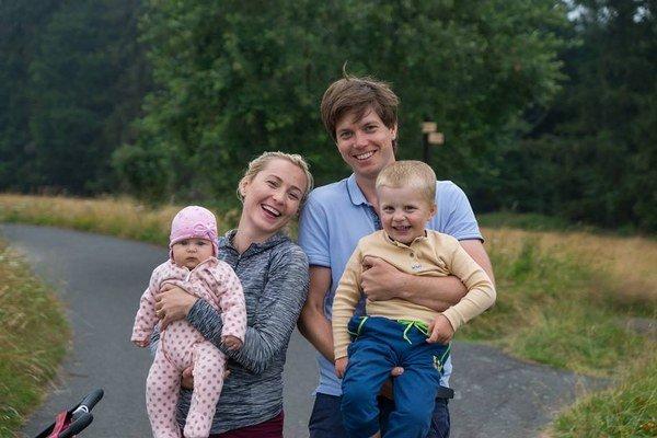 Tereza s manželom a deťmi. Občas točí videá aj o nich.