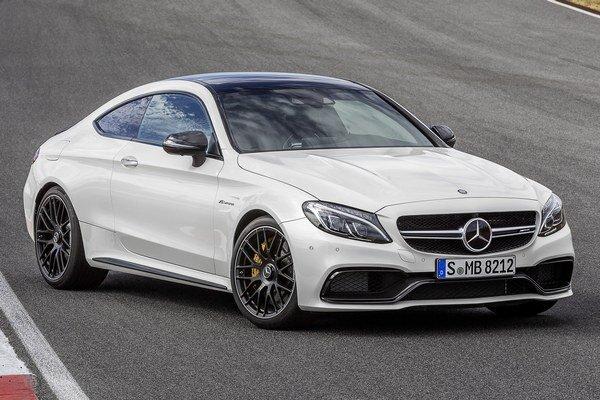Športové kupé Mercedes-AMG C 63. Nové kupé, poháňané osemvalcom výkonu až 375 kW, bude mať svetovú premiéru na autosalóne vo Frankfurte.