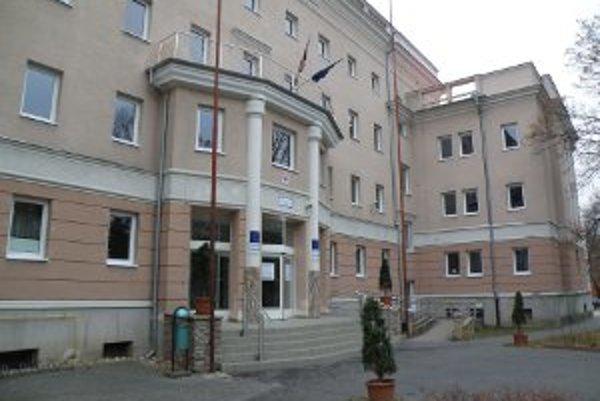 Okresný úrad by mal sídlisť tam, kde kedysi, teda v budove súčasného úradu práce.