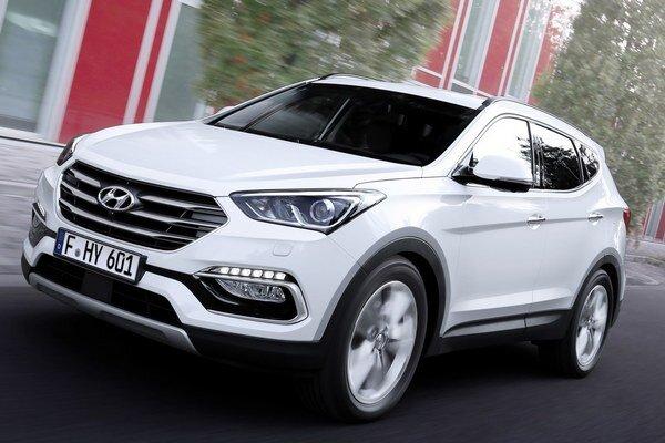 Modernizovaný Hyundai Santa Fe. Dizajn prednej časti bol upravený tak, aby korešpondoval s dizajnom ostatných nových modelov Hyundai.