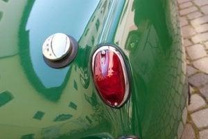 Zadné svietidlá boli podobné svetlám iných britských vozidiel.