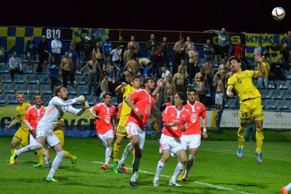 Ašpirant na postup doma opäť nezaváhal. Michalovskí futbalisti si tentoraz poradil so Sencom po výsledku 2:0.