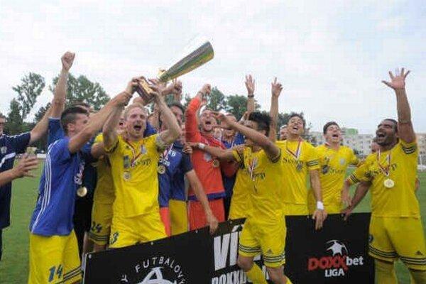 Víťaz druhej najvyššej futbalovej súťaže. Michalovčania si v novej sezóne zahrajú vo Fortuna lige.