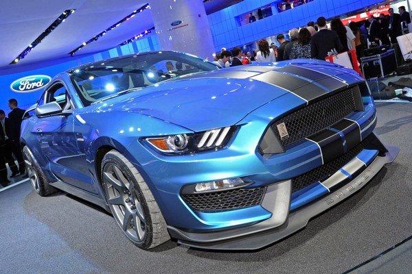 Ford Shelby GT350R Mustang. Mustang vo výkonnej verzii Shelby mal svetovú premiéru na januárovom autosalóne v americkom Detroite.