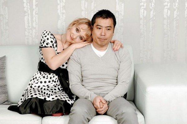 Oľga Belešová s manželom Masahikom. V lete by sa jej mal opäť vrátiť domov.