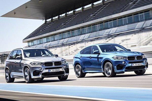 Nové modely BMW X5 M (vľavo) a X6 M. Obidva nové špičkové športovo-úžitkové modely budú mať svetovú premiéru na autosalóne v Los Angeles.