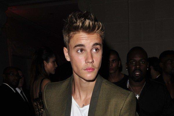 Iba 20 rokov a 80 miliónov. Justin sa o svoju budúcnosť báť nemusí.
