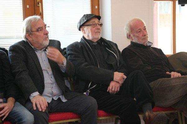 Skúsení hereckí bardi. Marián Slovák, Leopold Haverl a Ivan Romančík v hlavných rolách.