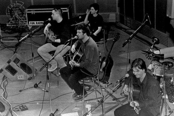Dobová fotografia. Ivan Tásler na koncerte, ktorý sa stal bonusom prvej reedície Valca.