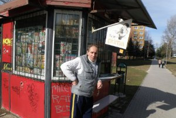 Novinový stánok na Žabníku chce Zoltán Kľučiar predať.