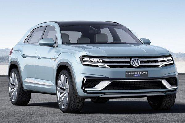 Štúdia Volkswagen Cross Coupé GTE. Štúdia je predzvesťou sedemmiestneho športovo-úžitkového vozidla, určeného pre americký trh.