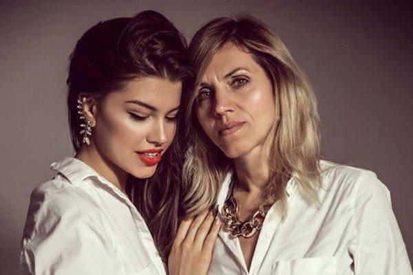 Karolína s mamou.