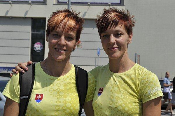 Jana a Dana Velďákové. Takto, s úsmevom, sa vracali pred dvoma rokmi z majstrovstiev Európy v Helsinkách.
