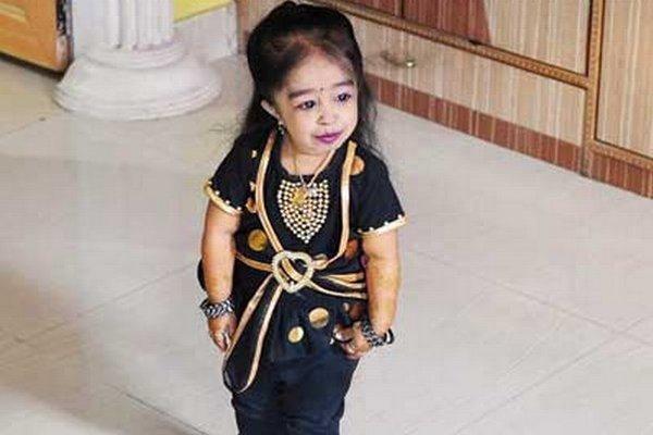Dvadsaťročná Indka Jyoti Amge má výšku 61,95 centimetrov.