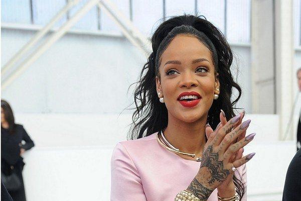Rihanna požiadala o zákaz priblížiť sa k nej pre podozrivého muža.