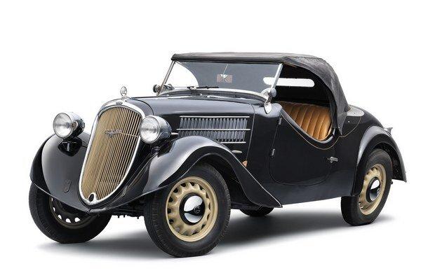 Kabriolet Škoda Popular. Popular bol prvým modelom Škoda, ktorý mal okrem číselného aj slovné označenie.