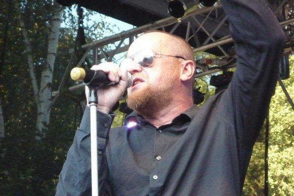 Miloslav Láber. Líder legendárnej kapely Slobodná Európa sa muzikou stále baví a už 25 rokov baví aj fanúšikov.