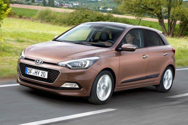 Kompaktný Hyundai i20 druhej generácie. Podtext: Na pohon nového modelu slúžia benzínové i naftové motory s výkonovým rozpätím od 55,2 kW do 73,6 kW.