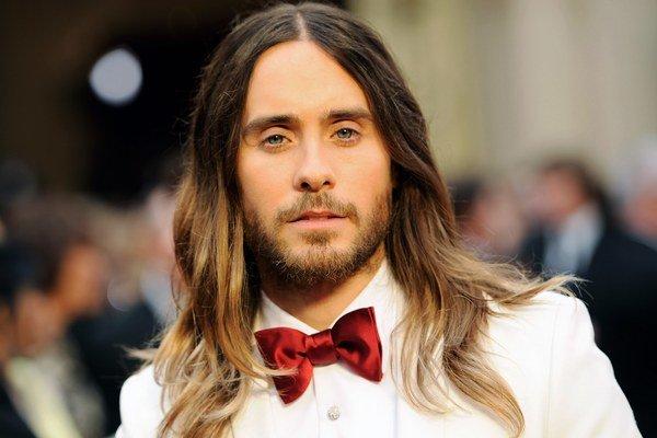 Ide mu karta. Jared si môže po Oscarovi doslova vyberať, čo bude robiť.