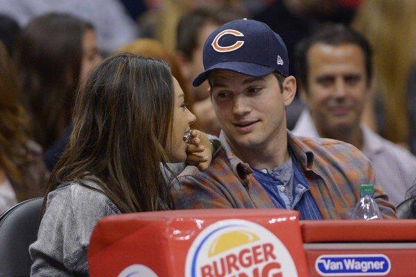 Šťastný Ashton. O rolu v seriáli príde, ale našiel svoju lásku Milu Kunis.