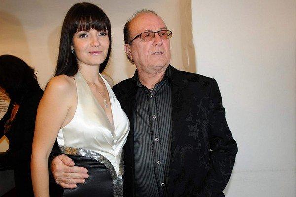 S manželkou Alicou. Brunetka si vedela vybrať. Muzikant je grand a deti miluje nadovšetko.