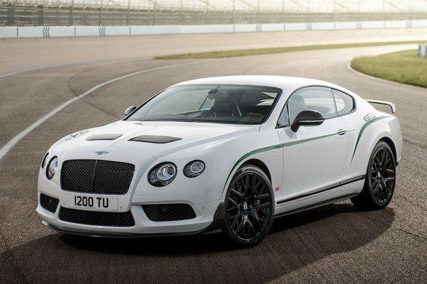 Kupé Bentley Continental GT3-R. Novú verziu svojho luxusného kupé Continental GT3 predstavila firma Bentley na Festivale rýchlosti v Goodwoode.