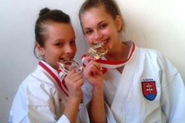 Na snímke Ľudmila Bačíková a  Ema Brázdová.