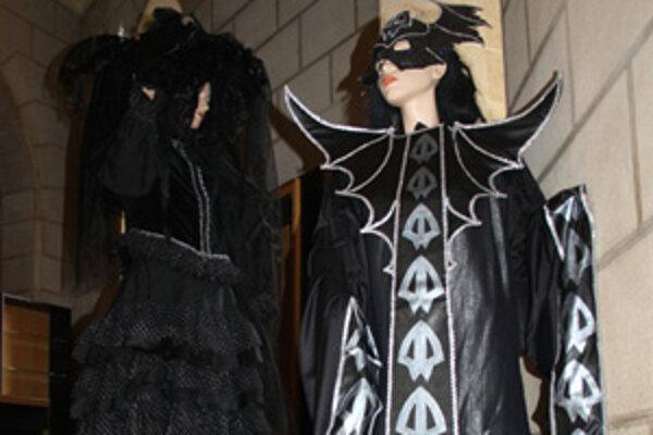 Vystavené kostýmy sú predzvesťou jubilejného ročníka festivalu duchov a strašidiel