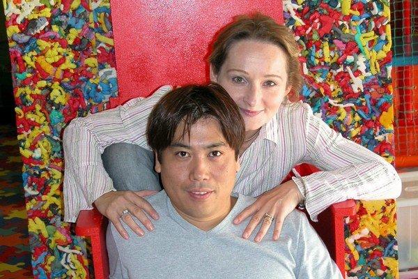 Oľga a Masahiko. Momentálne ich delia tisícky kilometrov.