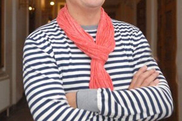 Predstaví sa v novej polohe. Humorista Dano Dangl natáča film o Demitrovi.
