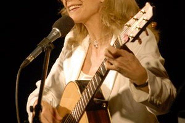 Gitaristka Lenka Filipová.