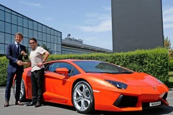 Tisíci superšportiak Lamborghini Aventador. Na výrobu prvej tisícky vozidiel Aventador potrebovala automobilka Lamborghini rok a tri mesiace.
