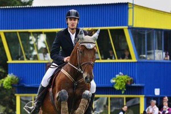 V súťaži mladých jazdcov zvíťazil domáci Martin Vavrák na koni Fabian.