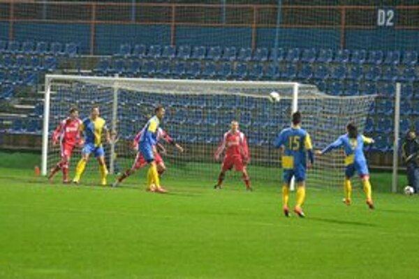 Michalovčania doma neuspeli s nováčikom zo Šale. Aj keď boli lepším tímom ako súper, zostali s prázdnymi rukami.