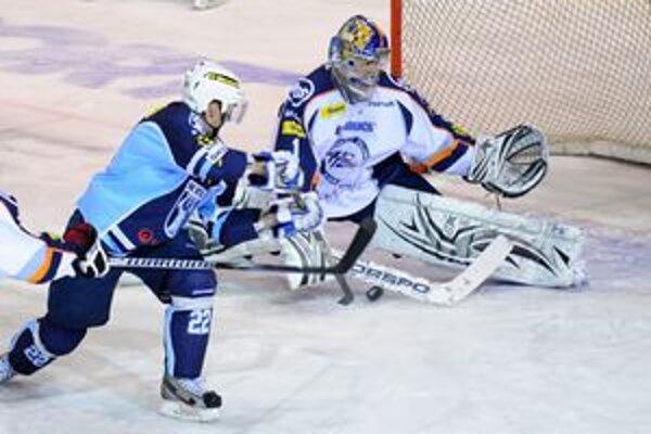 Tomáš Halász. Brankár HC Košice včera v Nitre inkasoval dva góly.