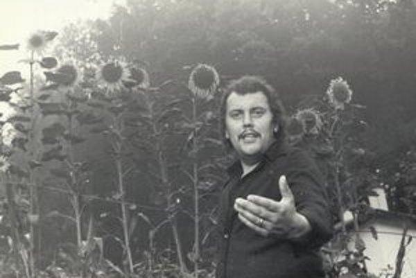 The Duchon s je pocta legendárnemu slovenskému spevákovi – Karolovi Duchoňovi.