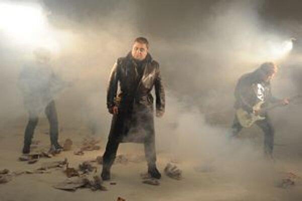 Desmod pri natáčaní klipu k piesni Nesmrteľní.