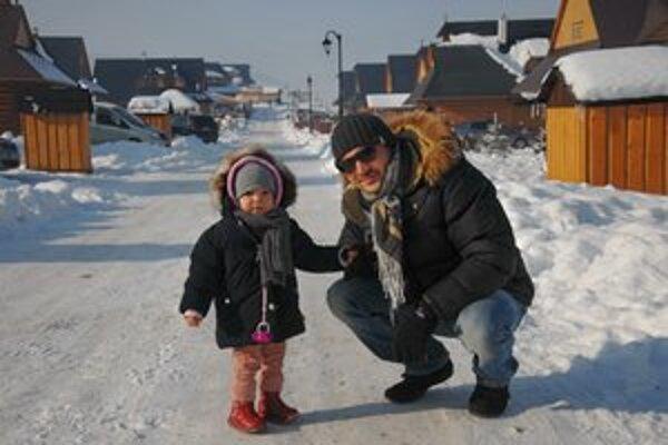 S milovanou dcérkou. Dvojročná Bella je pre Roba Pappa všetkým.