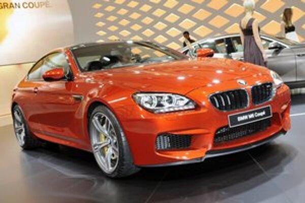 Kupé BMW M6. Podtext: Na pohon tohto výkonného kupé slúži 4,4-litrový osemvalec výkonu 412 kW.