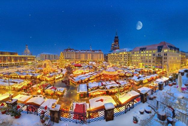 Už túto sobotu sa na námestí Altmarkt bude krájať obrovská vianočná štóla.