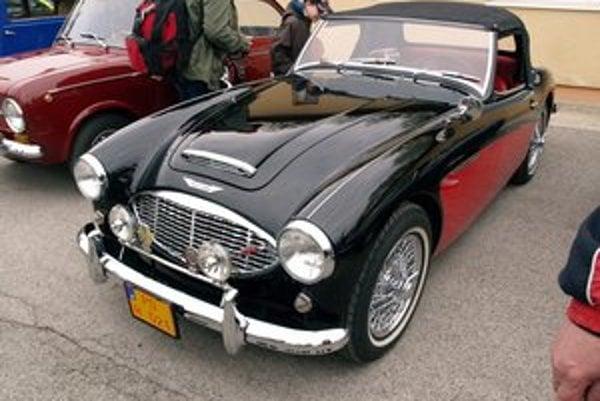 Roadster Austin-Healey 3000. Tento klasický britský športový automobil sa vyrábal v rokoch 1959 až 1967.