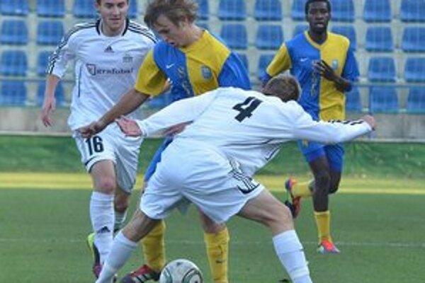 Michalovskí futbalisti konečne vyhrali. V Petržalke triumfovali po výsledku 1:0.