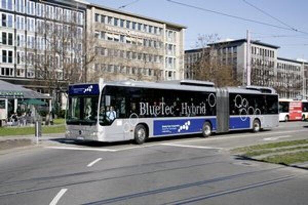 Autbous Mercedes-Benz Citaro G BlueTec Hybrid. Hybridnú hnaciu sústavu tvorí štvorica elektromotorov s výkonom 320 kW a vznetový motor, slúžiaci na dobíjanie akumulátora.