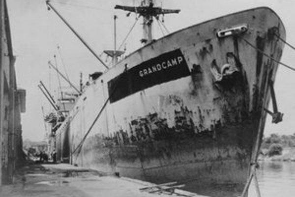 Loď Grandcamp. Táto loď triedy Liberty slúžila počas druhej svetovej vojny na prepravu nákladov v Pacifiku.