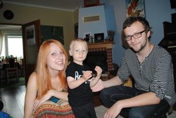 Manželia Husovskí so synom Matejom.