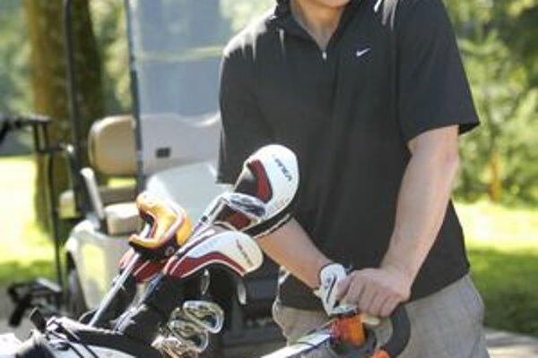 Marián Hossa. Na Alpinka Charity golf cup skončil na druhom mieste.