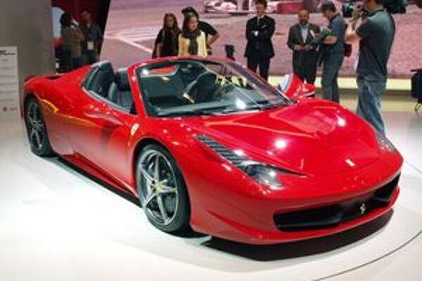 Ferrari 458 Spider. Model 458 Spider je otvorenou verziou modelu 458 Italia a na jeho pohon slúži 4,5-litrový vidlicový osemvalec s maximálnym výkonom 425 kW.