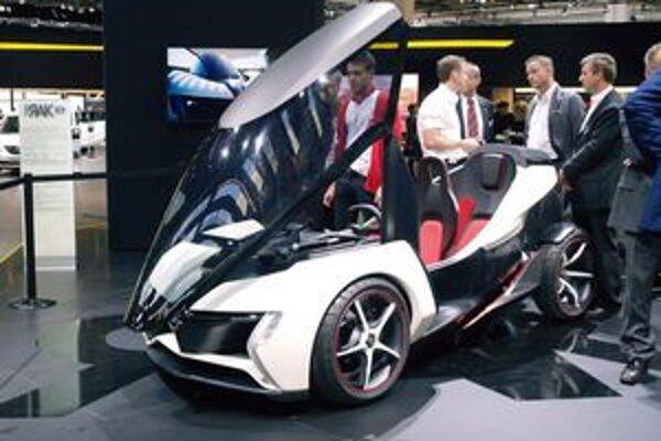 Elektromobil Opel RAK e. Mestský elektromobil Opel RAK e, v ktorom vodič a cestujúci sedia za sebou, vzbudil vo Frankfurte veľkú pozoronosť.