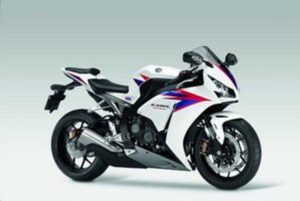 Superpšortový motocykel Honda CBR1000RR. Na pohon novej dvojkolesovej hondy slúži jednolitrový štvorvalec výkonu 131 kW.