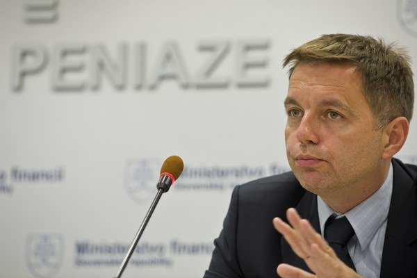Minister financií Peter Kažimír stále čaká na finálne rokovania s Jaguarom.